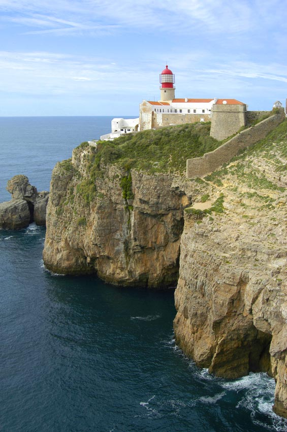 cabo sao vicente lighthouse near sagres portugal travel guide photos. Black Bedroom Furniture Sets. Home Design Ideas