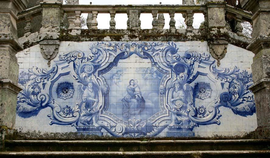 azulejos on steps to santu rio nossa senhora dos rem dios. Black Bedroom Furniture Sets. Home Design Ideas