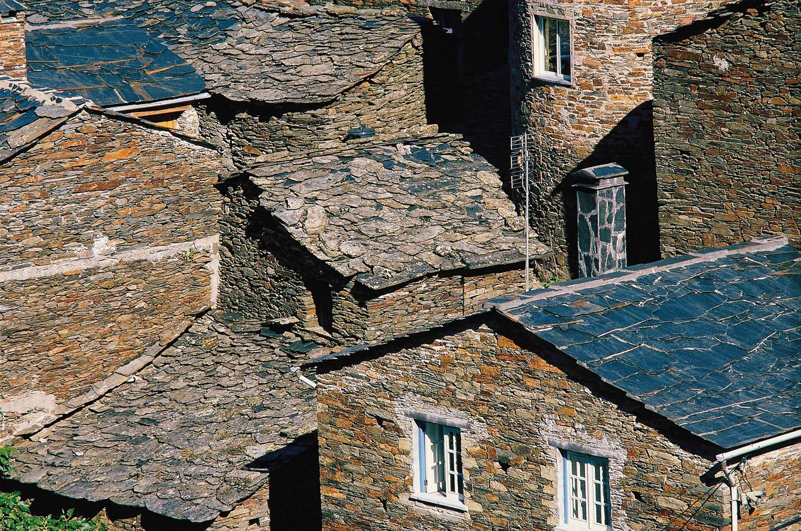Piodão schist houses