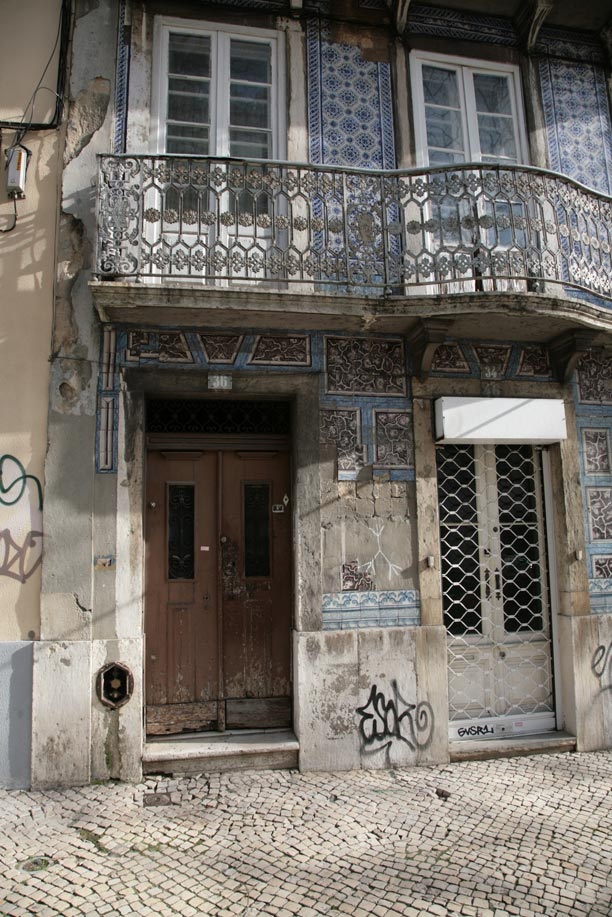 Old tiled house lisbon portugal travel guide photos for Classic house walkthrough