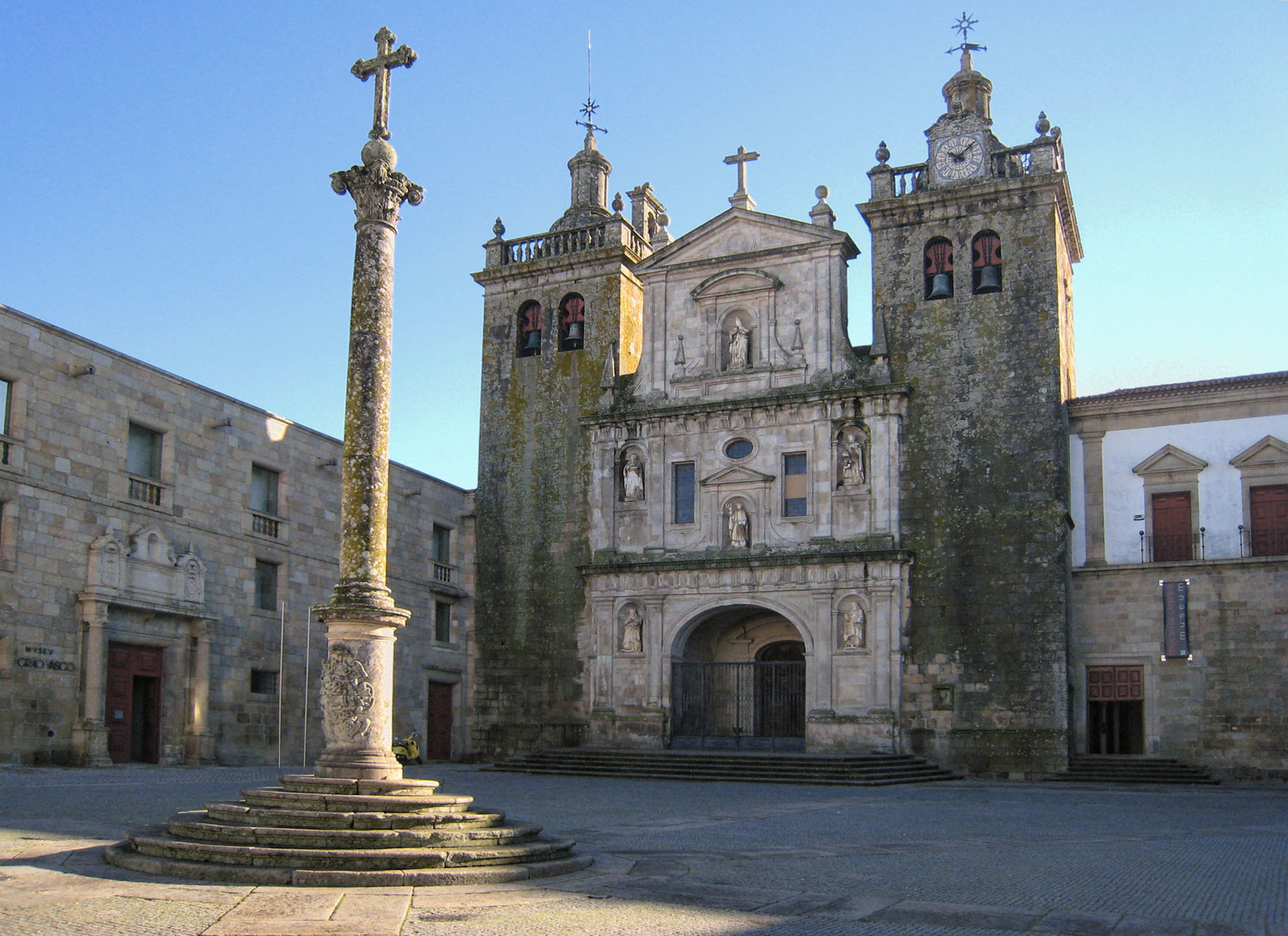 Viseu - Catherdral and square