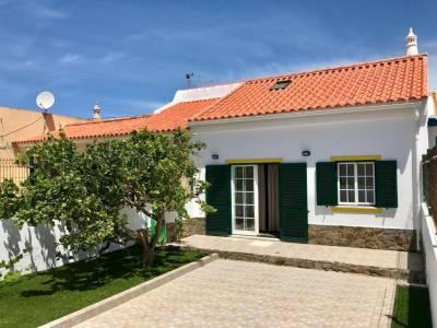 Sagres House - Large patios, free wifi, parking