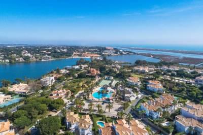Encosta Do Lago Resort Club