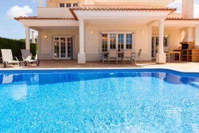 Villa Branca - 4 bedroom holiday villa with pool & WiFi at Praia del Rey