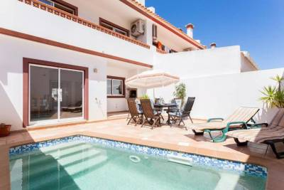 3 bed villa with private pool, short walk to beach