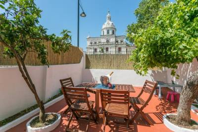 NEW! Vintage Apartment in Historic Lisbon
