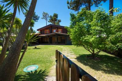 Amazing Wooden House in Aroeira Golf Courses