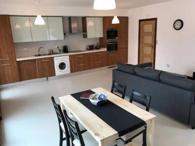 Best Houses 19: Brand New & Modern Beach Apartment