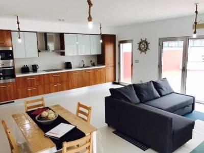 Best Houses 20: Lovely & New Beach Apartment