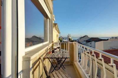 Sunny Balcony & River views in Graça