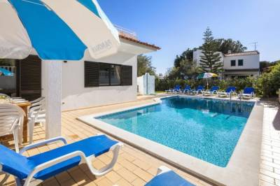 Spacious 4 bedroom villa located in its own grounds, with private pool and Bbq..