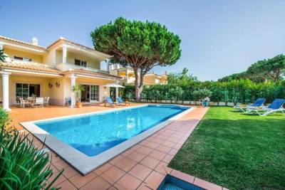 Vilamoura Villa Sleeps 8 Pool
