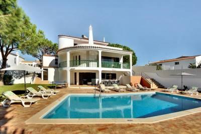 Sesmarias Villa Sleeps 10 Pool WiFi