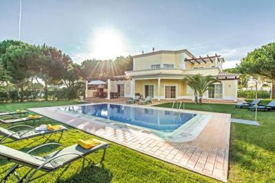 Vilamoura Villa Sleeps 8 Pool Air Con WiFi