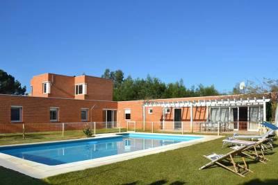 Praia de Esmoriz Villa Sleeps 8 Pool WiFi