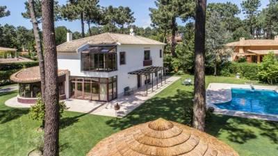 Aroeira Villa Sleeps 8 Pool Air Con WiFi