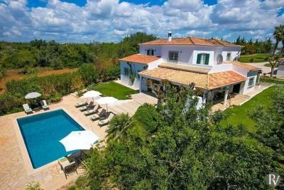 Albufeira Villa Sleeps 10 Pool Air Con WiFi