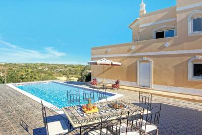 Salgados Villa Sleeps 6 Air Con WiFi