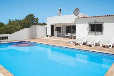 Agostos Villa Sleeps 4 Air Con WiFi