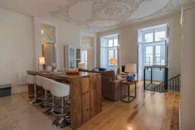 LovelyStay - Cozy Duplex Home in Alfama