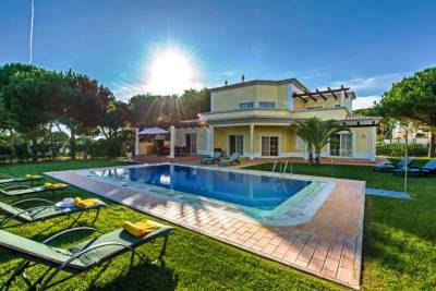 Vilamoura Villa Sleeps 8 Pool Air Con WiFi T480059