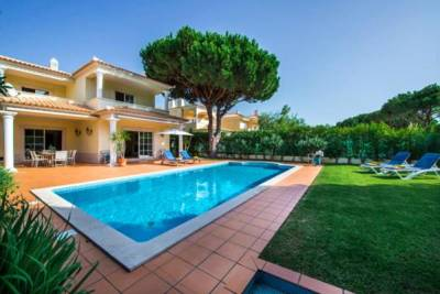 Vilamoura Villa Sleeps 8 Pool Air Con WiFi T480072