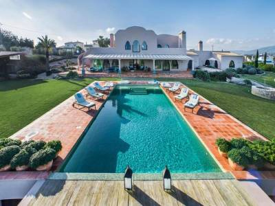Quatrim do Sul Villa Sleeps 12 Pool WiFi