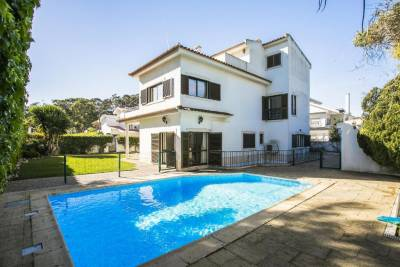 Oeiras Villa with Pool by Homing