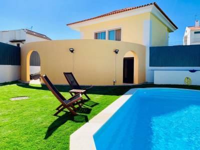 Amazing Pool & Garden Villa in Sesimbra