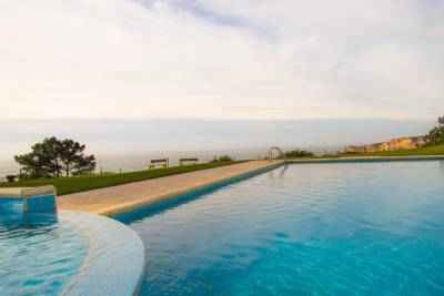 Liiiving in Nazaré | Bay View Villas
