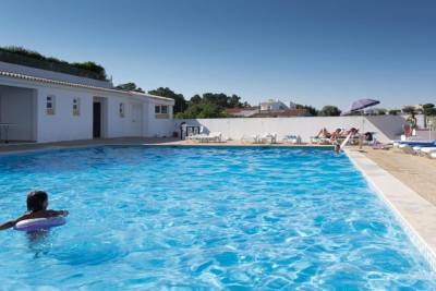 Apartamento T2 com Piscina a 500 metros da Praia em Albufeira