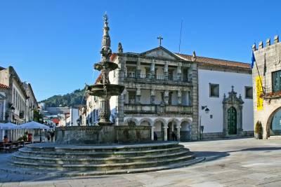 Chafariz fountain - Praça da República - Viana