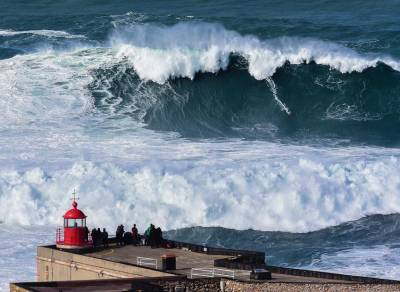 Nazare big wave surfing - Praia do Norte