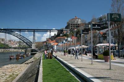 Vila Nova de Gaia Port lodges