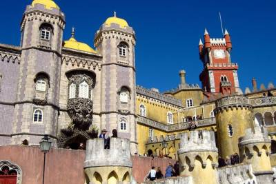 Lisbon Super Saver: Small-Group Gourmet Walking Tour plus Sintra and Cascais Day Trip with Pena Palace