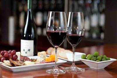 Wine and Tapas Experience in Porto