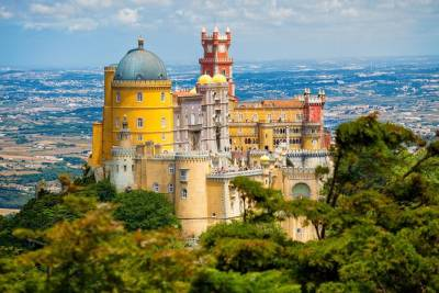 Shared Tour to Sintra from Lisbon Including Entrance to Pena Palace