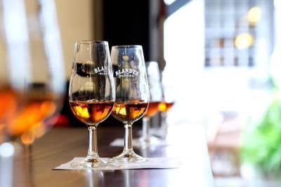 Lisbon Sparkling Boat - Tagus River Exclusive Tour
