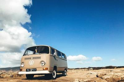 Half-Day Small-Group Classic VW Bus Tour of Lisbon and Cascais