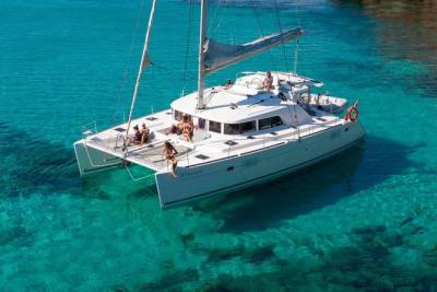 Lagos Deluxe Catamaran Charter