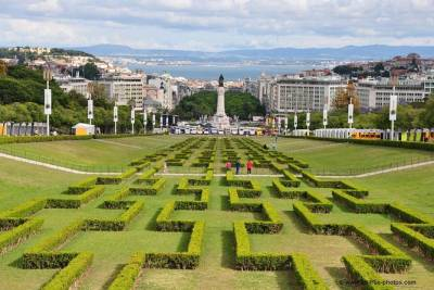 Lisbon Full-Day Small Group City Tour with small River «cruising» by Ferry