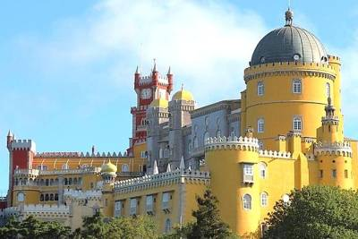 Private Full Day Tour to Pena Palace, Ericeira & Mafra, from Lisbon
