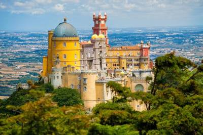 Private Sintra Tour from Lisbon with Wine Tasting and Pena Palace