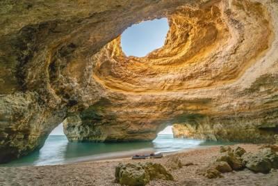 Vinho Verde Small Group Tour: Visit Ponte de Lima, Wine Tastings & Lunch