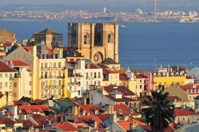 Lisbon sightseeing city tour small group