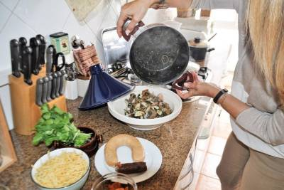 Private Portuguese Cooking Lesson and Meal with a Local Mom in her Lisbon Home