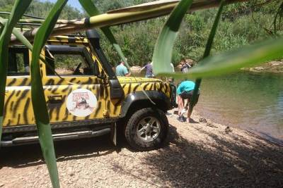 Half Day Private Jeep Safari Tour from Albufeira