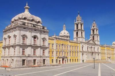 Private Full Day Tour to Mafra, Ericeira & Sintra, from Lisbon