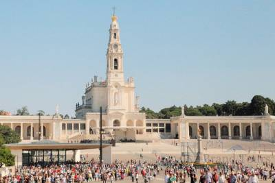 Sanctuary of Fátima private day tour from Porto - Lucia's House-Museum and more