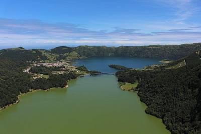 Lisbon Shore Excursion: Private Lisbon, Sesimbra and Arrábida with Wine Tasting